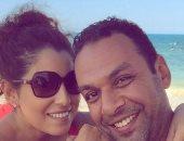 أيتن عامر: جوزي مسك يافطة فى المطار عشان يطلب منى الزواج