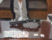 المعمل الجنائى يفحص أسلحة وذخيرة سقط بها 10 متهمين فى الجيزة