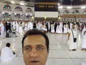 """أحمد مرتضى منصور يلتقط سيلفى بجوار الكعبة.. ويعلق: """"ربنا يتقبل """""""
