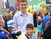 """السفير البريطانى يشارك المواطنين الاحتفال بعيد الأضحى فى """"مصطفى محمود"""""""