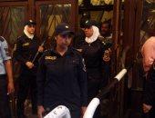 بالفيديو والصور.. الشرطة النسائية تؤمن سينمات وسط البلد فى أول أيام العيد