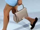 """بيض عيون و""""إيموشنز"""" تزين حقائب أنيا هندمارش بأسبوع الموضة فى لندن"""
