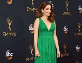 """بالصور.. تينا فاى تتألق بالأخضر فى حفل """"Emmy awards"""""""