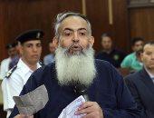 """بالصور.. أبو إسماعيل يقدم طلباته للمحكمة على ورقة كرتون بـ""""حصار محكمة مدينة نصر"""""""