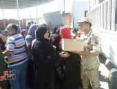 القوات المسلحة تهدى 49700 كرتونة مواد غذائية لأهالى شمال سيناء