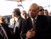 محافظ القاهرة يتابع التزام سائقى التاكسى الأبيض بالتعريفة الجديدة
