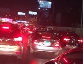 زحام مرورى بسبب انقلاب سيارة نقل محملة بالغلال بطريق إسكندرية الصحراوى
