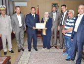 محافظ الغربية يكرم وكيل وزارة التعليم لجهودها فى التطوير