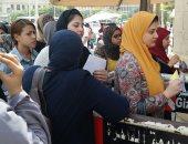 نائب رئيس جامعة المنصورة لشئون التعليم يستقبل الطلاب بالمدن الجامعية