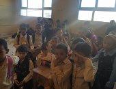 بالصور.. تلاميذ مدرسة زيان فى فصول بدون مقاعد بمركز بلقاس فى الدقهلية