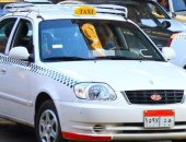 """فيديو.. فتاة بـ""""100 راجل"""" تلقن سائق تاكسى درسًا لتحرشه بها وتسلمه للشرطة"""