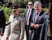 بالصور.. وزير الدفاع يغادر ضريح جمال عبد الناصر بعد إحياء الذكرى الـ46 على رحيله