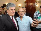 """بالفيديو والصور.. ..وصول أسرة جمال عبد الناصر إلى ضريح الزعيم وسط هتاف """"تحيا مصر"""""""