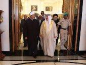 بالصور.. بدء المباحثات الثنائية بين الإمام الأكبر وملك البحرين