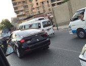 بالصور.. قارئ يرصد سيارات تسير بدون أرقام فى ألف مسكن وجسر السويس