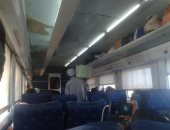 بالصور.. انتشار الباعة الجائلين داخل قطارات الصعيد المكيفة يثير غضب الركاب