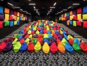 للكابلز فقط.. بالصور سينما فى سلوفاكيا مخصصة للمتزوجين بمقاعد ملونة