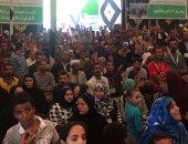 بالصور.. أهالى عزبة النصارى يستقبلون أبو هشيمة بالزغاريد خلال افتتاح القرية