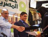 أبو هشيمة يوزع إعانات مالية لطلاب مدرسة الإعدادية بنين بسمالوط