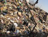 بالصور.. شكوى من انتشار القمامة بعزبة خير على الطريق الدائرى