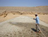 بالصور.. سد وبحيرة صناعية ومخرات بشوارع البحر الأحمر استعدادا للسيول