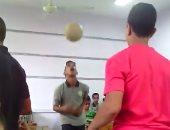بالفيديو.. مباراة كرة داخل فصل بمدرسة صفية زغلول بكرداسة فى محافظة الجيزة