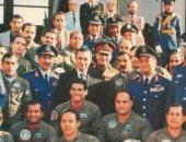 """""""آسف ياريس"""" تنشر صورة لـ""""مبارك"""" وسط نسور القوات الجوية"""