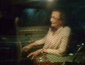 بالفيديو.. تداول لقطات للحظة خروج سوزان مبارك من مستشفى المعادى