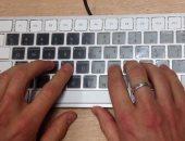 كيفية استخدام لوحة مفاتيح هاتفك كمؤشر نص أثناء الكتابة