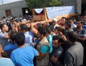 المئات من أهالى قرية أعطو بالمنيا يشيعون جثمان شهيد سيناء