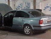 بالصور.. خبراء المفرقعات يفحصون سيارة متروكة فى ميدان الممر بالإسماعيلية