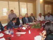 محافظ جنوب سيناء يناقش حل مشاكل المستثمرين