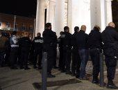 رجال الشرطة الفرنسية يواصلون احتجاجاتهم بعد التعدى على أربعة من زملائهم