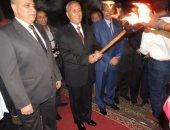 بالصور.. إيقاد شعلة بدء احتفالات السويس بالعيد القومى للمحافظة