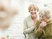 دراسة: المرأة تحتاج للضحك لتعيش عمرا أطول
