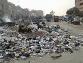 بالفيديو.. تراكم القمامة بالموقف الجديد بمنطقة المسلة فى المطرية