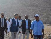 بالصور.. مفوض الأمم المتحدة لشئون اللاجئين يزور الأهرامات