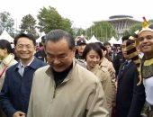بالصور..وزير خارجية الصين يزور الجناح المصرى فى البازار الخيرى ببكين