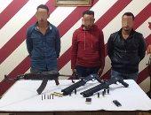 بالصور.. ضبط ثلاث عاطلين بحوزتهم أسلحة نارية غير مرخصة فى بنى سويف