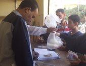 رئيس حى منشأة ناصر يتابع شكاوى المواطنين من البطاقات التموينية
