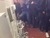 """""""مراحيض"""" أولد ترافورد ضحية غضب جماهير السيتى بعد الخسارة أمام يونايتد"""