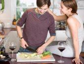 دراسة: دخول المطبخ يجعل الرجال أكثر جاذبية للمرأة