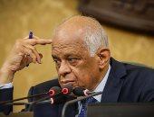 """على عبد العال يمازح أحد النواب بالجلسة العامة: """"ما تقرأش من الورق يا ياسين"""""""