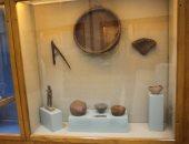 """ننشر أول صور للقطع الأثرية بفتارين متحف """"كوم أوشيم"""" قبل افتتاحه الخميس"""