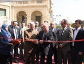 وزير الثقافة وجابر نصار يفتتحان معرضا للكتاب بجامعة القاهرة