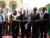 بالصور.. وزير الثقافة يفتتح معرض الكتاب بجامعة القاهرة