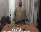 القبض على عاطل لاتهامه بالاتجار فى الأسلحة النارية بالمنيا