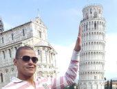 عبد الواحد السيد ينشر صورة أمام برج بيزا المائل على إنستجرام