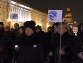 """بالفيديو.. المئات بـ""""سان بطرسبورج"""" يشاركون فى تأبين ضحايا الطائرة الروسية"""