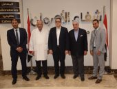 بالصور.. وزير الآثار وزاهى حواس يزوران مستشفى أورام الأقصر